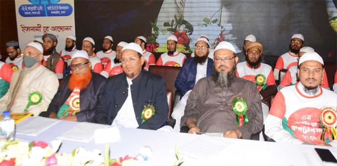 Amir of Islami Andolon Bangladesh Mufti Syed Muhammad Rejaul Karim, among others, at the Jatiya Juba Convention-2021 organised by Islami Juba Andolon in the auditorium of IDEB in the city on Friday.