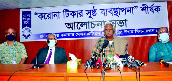 Trustee of Ganoswasthya Dr. Zafrullah Chowdhury speaks at a discussion on 'Proper Management of Corona Vaccine' organised at Ganoswasthya Kendra in the city's Dhanmondi on Friday.