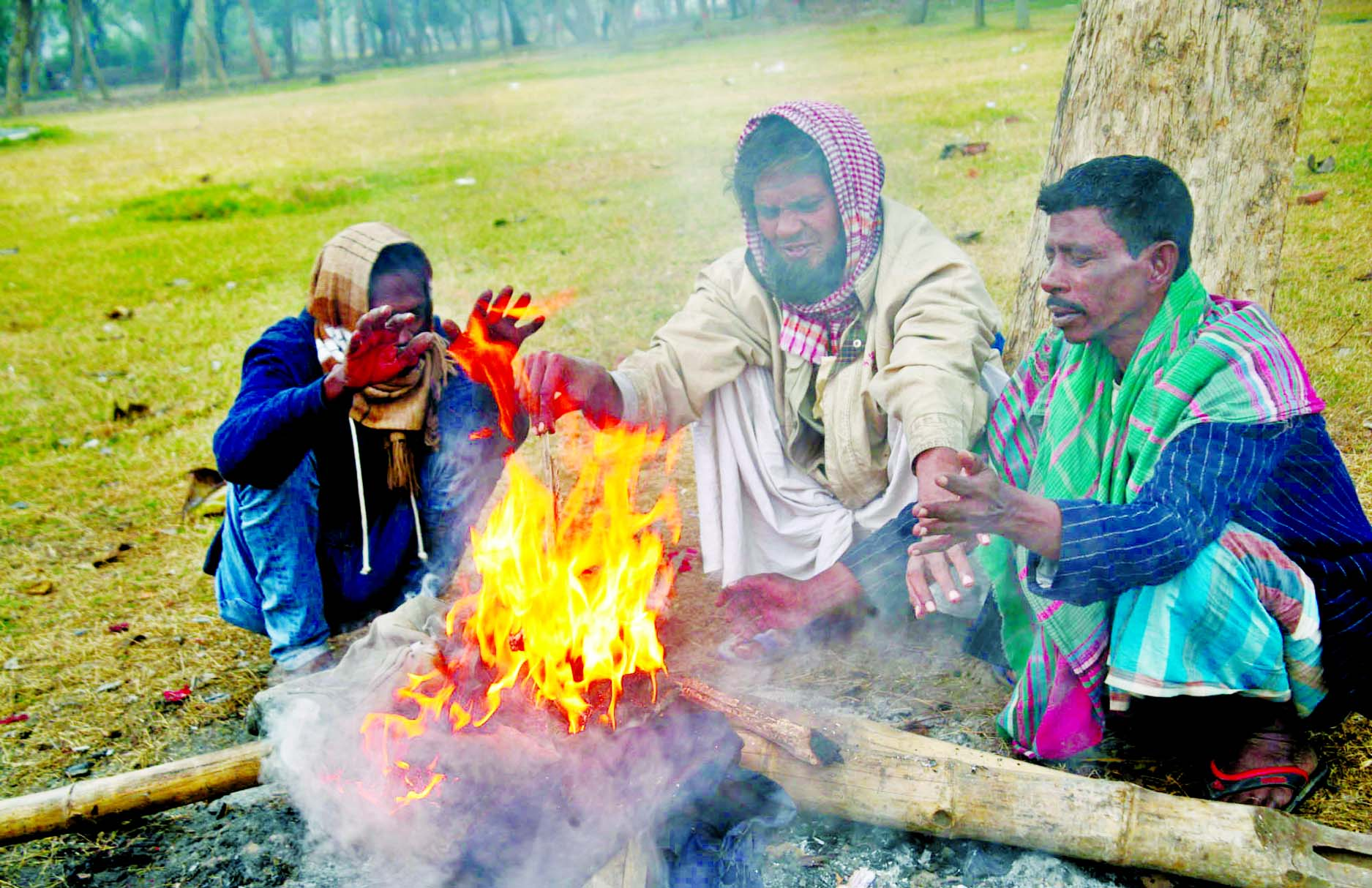 Floating people set fire to keep them warm at Ramna Park in the capital on Friday amid falling temperature in the country.
