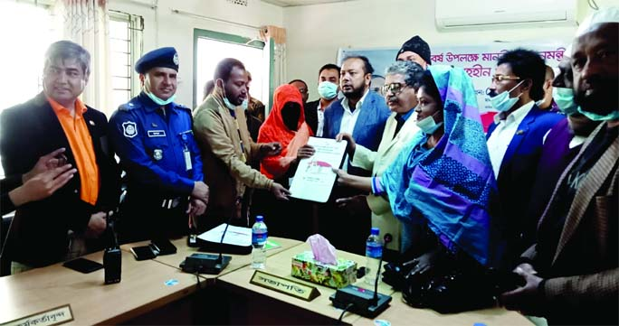 A total of 75 of landless families in Indurkani Upazila of Pirojpur district received houses on Saturday as a gift from Prime Minister Sheikh Hasina on the occasion of the 'Mujib Barsho'. Upazila Chairman M Matiur Rahman handed over the keys and documents of the houses at a ceremony held in the upazila auditorium in the morning.