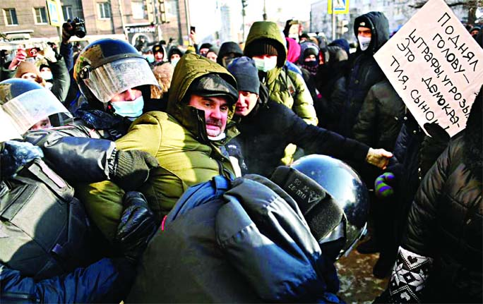 Hundreds detained in protests across Russia