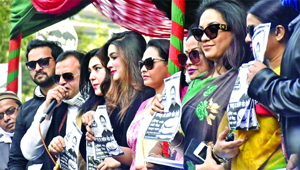 Actors join the campaign of the Awami League's mayoral candidate Rezaul Karim Chowdhury in the Chattogram Press Club area on Sunday ahead of the City Corporation elections.
