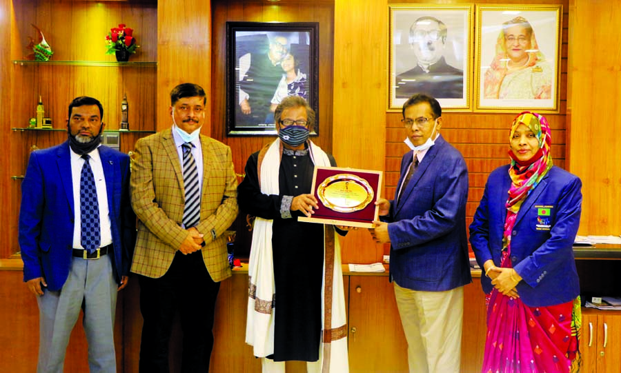 Vice-Chancellor of Bangladesh Open University Dr MA Mannan honours the Information Secretary and Member of Board of Governors of BOU Khwaza Miah with crest at his office on Sunday when the latter visits the university.