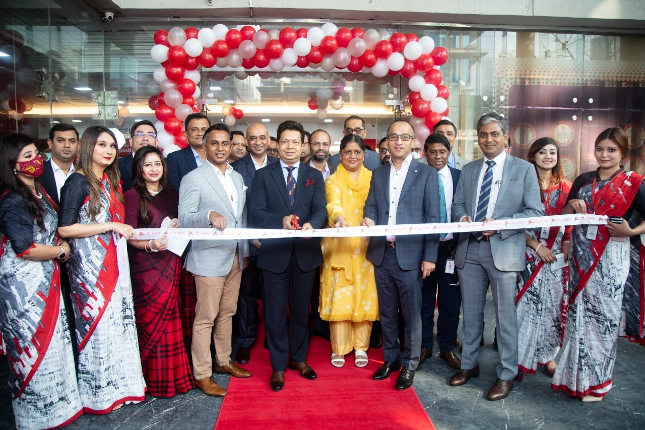 Aziz Al Kaiser, Chairman of City Bank Limited, inaugurating its relocated Gulshan Branch at Gulshan-1 on Monday. Mashrur Arefin, Managing Director & CEO, Sheikh Mohammad Maroof, AMD and other high officials of the bank were also present.