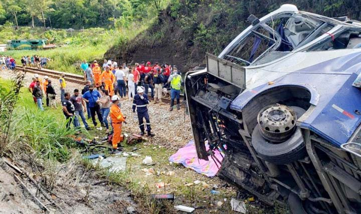 At Least 21 dead, 33 injured in Southern Brazil bus accident