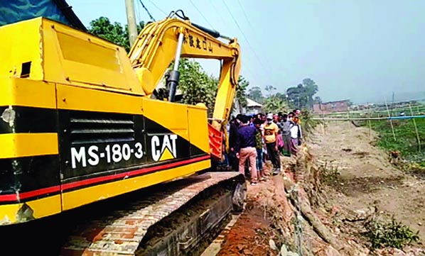 The Department of Environment has raided the illegal brickfield owned by the Musapur UP chairman in the port and demolished the kiln and raw materials. The operation was carried out at HR Brickfield on the banks of Brahmaputra river in Kamtal of Bandar upazila on Tuesday noon.