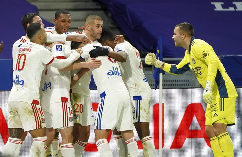 `Shot from pool table` lifts Lyon to top of Ligue 1