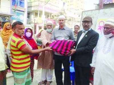Md Azizul Haque, assistant director of Narcotics Department, along with Md Ibrahim Khalil, President of Gazzali Society Development Organisation, distributes winter cloths among helpless people in front of Kushtia Rotary Eye Hospital on Thursday.