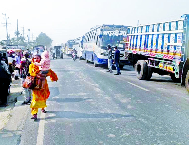 Vehicles get stuck with gridlock after three-day long vacation at Daulotdia Ghat in Rajbari district on Monday.
