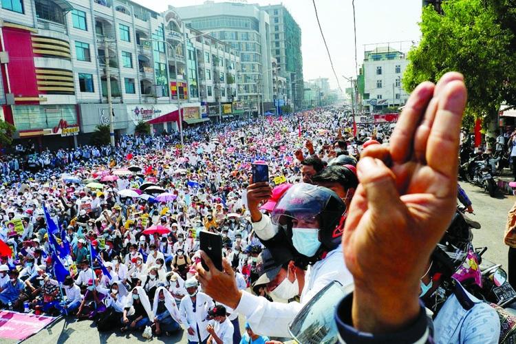 Huge crowd defy Myanmar army warning