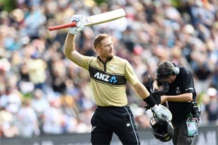 Guptill powers NZ to nail-biting win over Australia