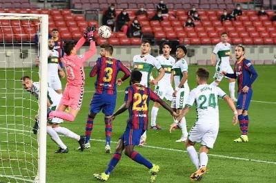 Messi double helps Barca see off Elche