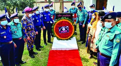 On the occasion of Police Memorial Day in Barishal, Range DIG Shafiqul Islam and Metropolitan Police Commissioner Shahabuddin Khan and Barishal District Police super Maruf Hossain laid wreaths at the memorial of the slain policemen at Barisal Police Line at 10 am on Monday.