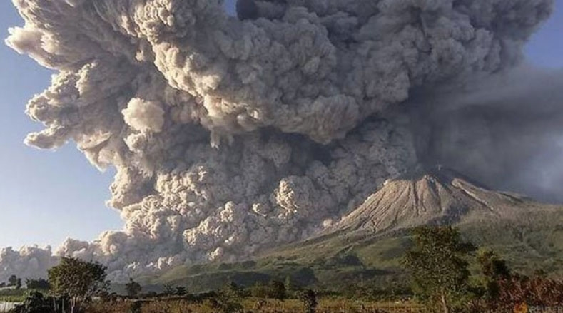 Indonesia's Mount Sinabung volcano spreads ash into sky