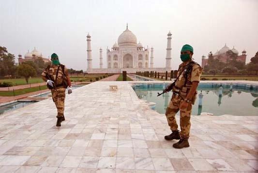 Taj Mahal vacated after hoax bomb call