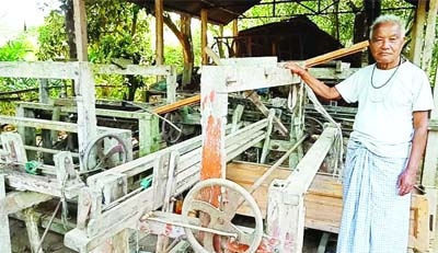 Traditional weaving factories face closure in Sherpur