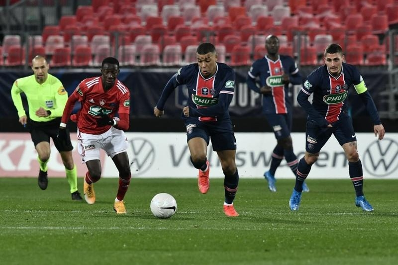 PSG, Lyon advance in French Cup as third-tier Red Star shock Lens