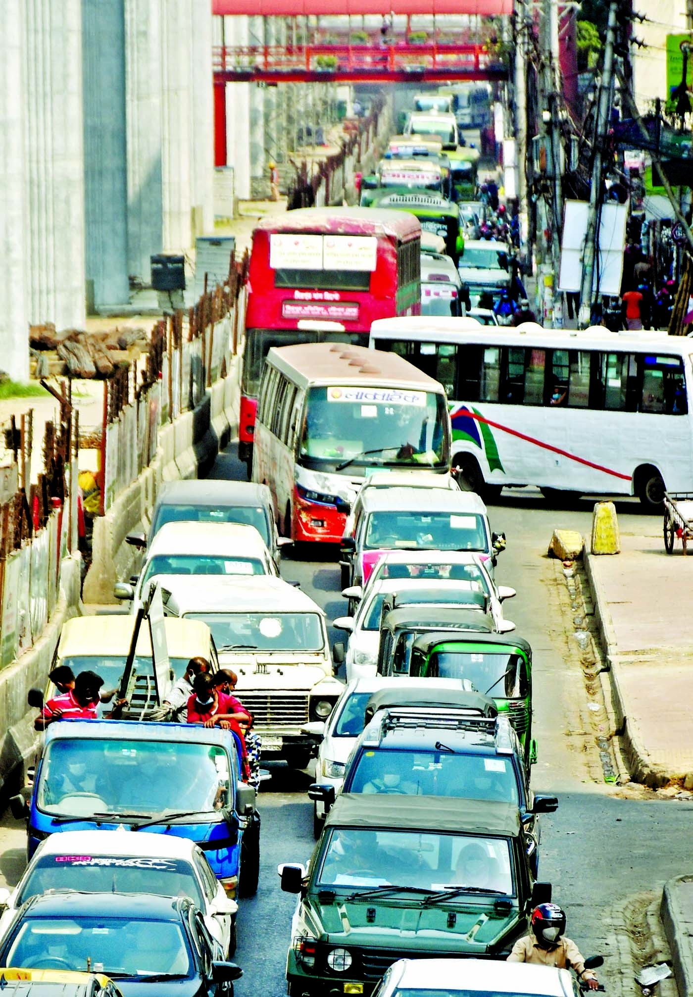 Bustles back in city street Bus services resume on 3rd day of lockdown