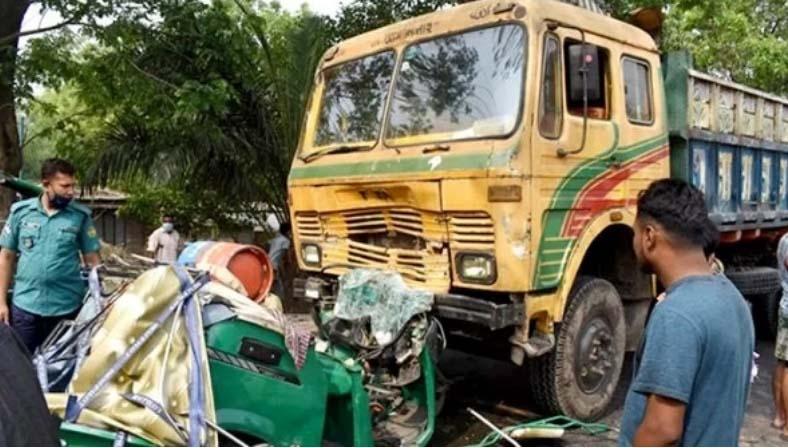 Truck, auto-rickshaw collision : Couple among 3 killed in Rajshahi