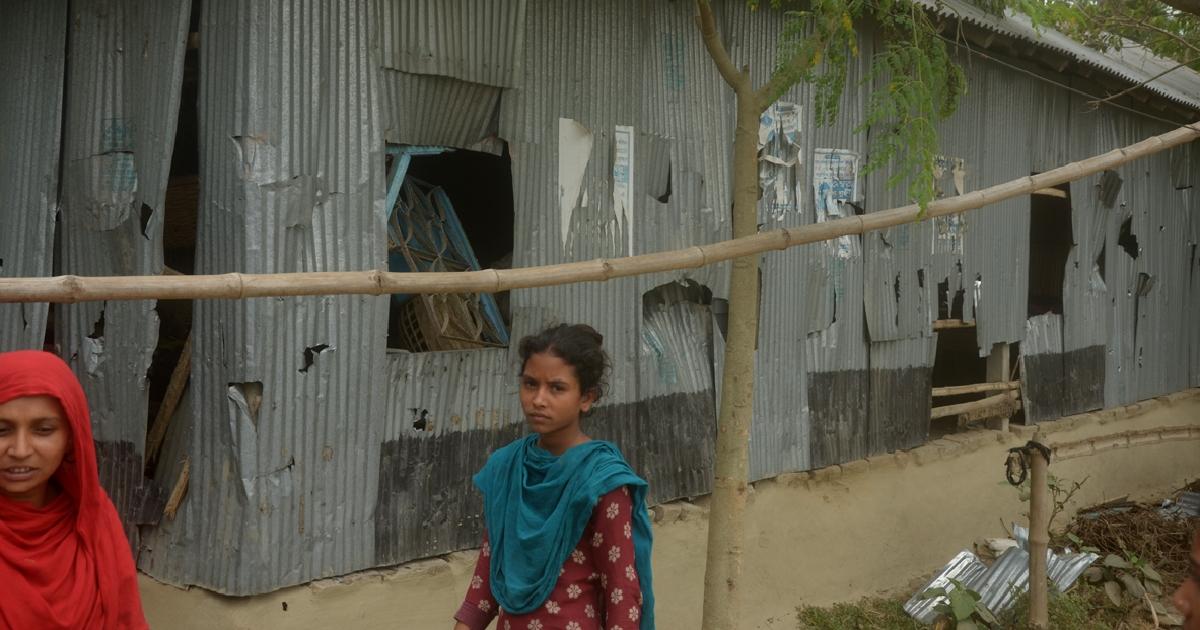 20 injured in AL infighting in Kushtia : Over 50 houses ransacked