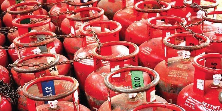 Pvt companies' 12 kg LPG price fixed at Tk 975, govt's 12.5 kg at Tk 591