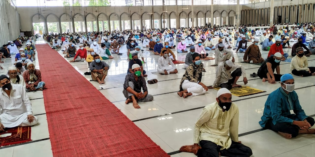 Maximum 20 people can offer prayers at mosques