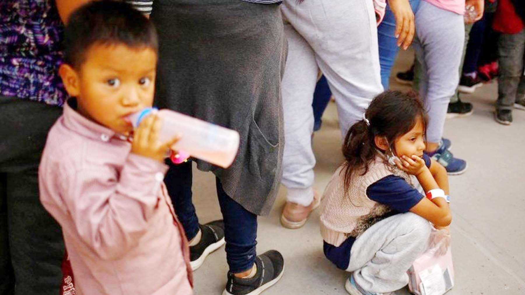 Number of migrant children on rises Mexico-US border BBC Online The number of migrant children trying to reach the US from Mexico has increased ninefold since the start of 2021, UN children's agency Unicef says. The rise from 380 to nearly 3,500 has overwhelmed the facilities at Mexico's reception centres, it says. The children are mainly from Honduras, Guatemala, El Salvador and Mexico itself. Half arrived without parents. Nearly 300 children are added to their number every day, as they wait to cross into the US or are sent back. In border towns like Reynosa migrant families are establishing makeshift camps.