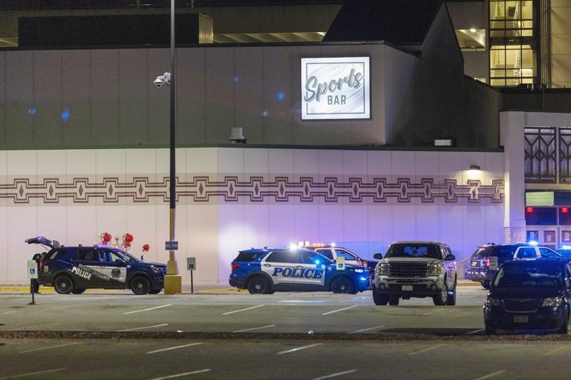 2 killed in shooting at Wisconsin casino; gunman slain