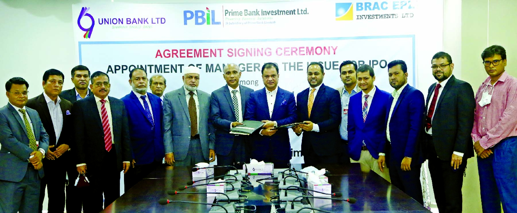ABM Mokammel Hoque Chowdhury, Managing Director of Union Bank Limited and Khandoker Raihan Ali, Chief Operating Officer of Prime Bank Investment Limited and Syed Rashed Hussain, CEO of BRAC EPL Investments, exchanging document after signing an agreement to work as Joint Issue Managers to provide Issue Management services for the forthcoming IPO of the company under Fixed Pricing Method. High officials from respective organizations were present.