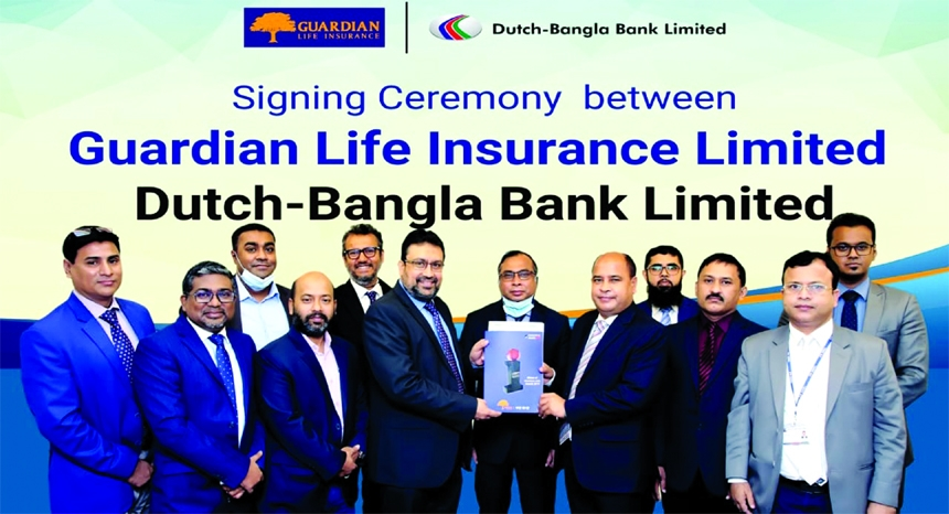 Mahmudur Rahman Khan, SEVP & Head of Retail Business of Guardian Life Insurance Limited (GLIL) and Md.Mosharraf Hossain EVP of Branch Operation & Liability Division of Dutch Bangla Bank Limited (DBBL), exchanging an agreement signing document in the capital recently. Under the deal, all DBBL retail customers will be able to pay their premium and all the retail agents of GLIL will be able to receive their commission and allowance via the bank's rocket apps. Senior officials from both the sides were present.