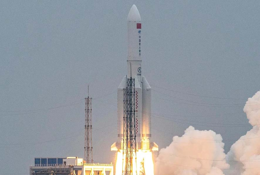 Chinese Long March rocket breaks up on reentry over Indian Ocean near Maldives