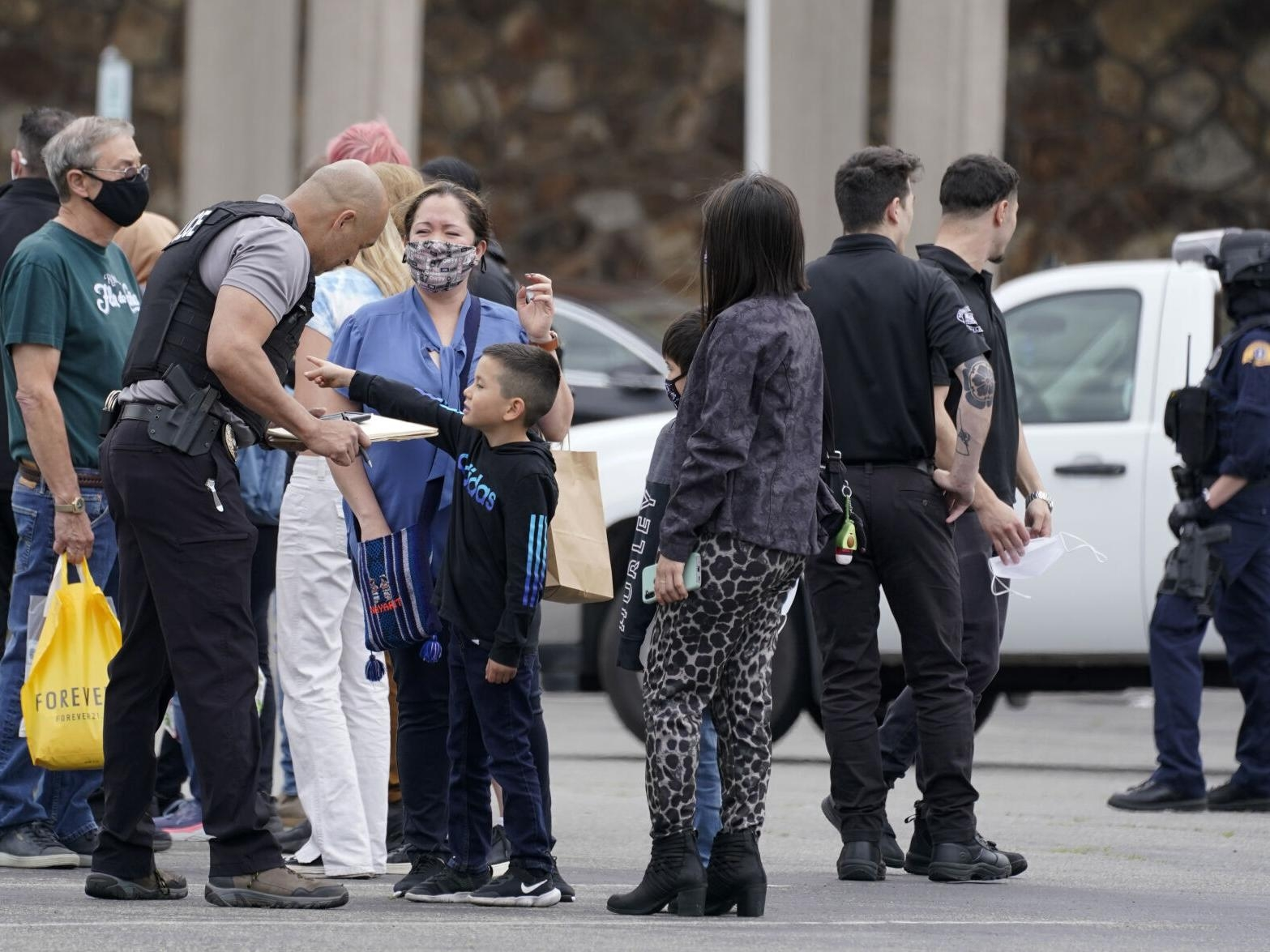 Police: 3 hurt in Florida mall shooting as shoppers scatter