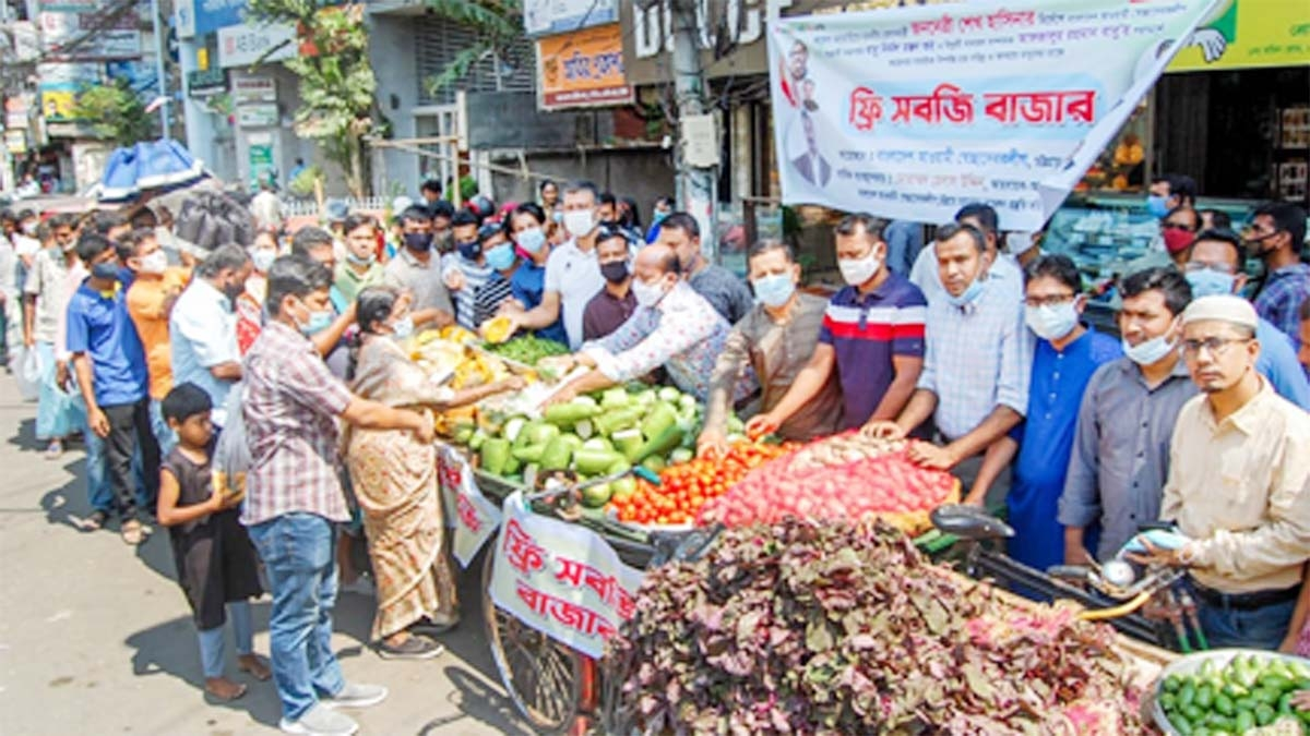 Shoibal Das Sumon, Councilor, Chattogram City Corporation distributes vegetables free of cost among the citizens of the Corporation under the management of City Sechhwa Shebok leader Md. Helal Uddin on Sunday.