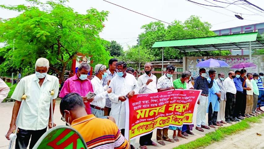 Left Democratic Front forms a human chain at Syed Nazrul Islam Square (Pararam Chattor) in Kishoreganj on Thursday demanding allocation increase for education health and employment in the FY 2021-22 budget.