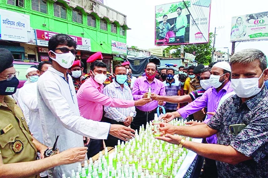 Photo shows Directorate of  Narcotics Control Chandpur  distributes hand sanitizers among people and passers-by in  Bus Stand, Kalibari  More  and  Railway Station areas in Chandpur town   on  Wednesday.  Deputy Director of Local Govt and ADC General Abdullah Al Mahmud Jaman, Municipalily Mayor Jillur Rahman Jewel and Additional SP Snigdha Sarker  took part in this campaign against Covid.
