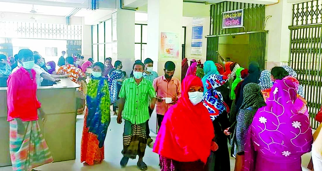 People crowd at Thakurgaon Sadar Hospital on Monday amid rise of fever related disease in the district.