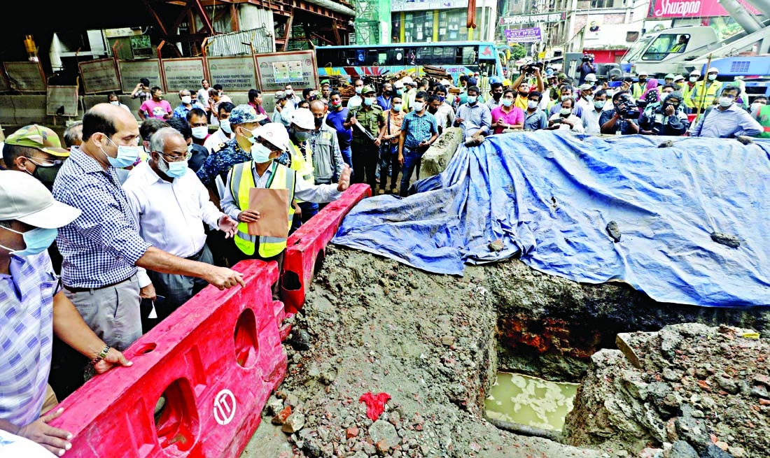 DNCC Mayor Atiqul Islam inspects road and drainage line at Mirpur Kazipara area in the city on Wednesday.