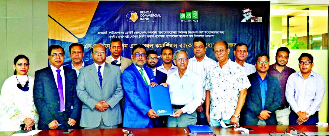 Tarik Morshed, Managing Director & CEO of Bengal Commercial Bank Limited and Dr. Md. Mafizur Rahman, Managing Director of SME Foundation, exchanging document after signing an agreement for facilitating fresh loan to the corona affected entrepreneurs from the Cottage, Micro, Small & Medium Enterprises (CMSME) at the bank's head office in the capital on Monday. Top executives from both sides were present.