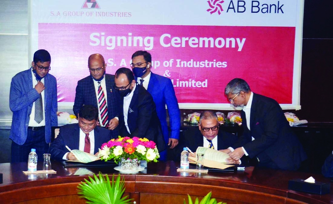 Chairman of SA Group Md. Shahabuddin Alam and Managing Director of AB Bank Ltd Tarik Afzal sign an agreement on payment collection at Radison Blue in Chattogram on Monday. SA Group' salary, bonus and all other benefits will be disbursed through AB Bank and the officer and staff will avail credit card system of the Bank.