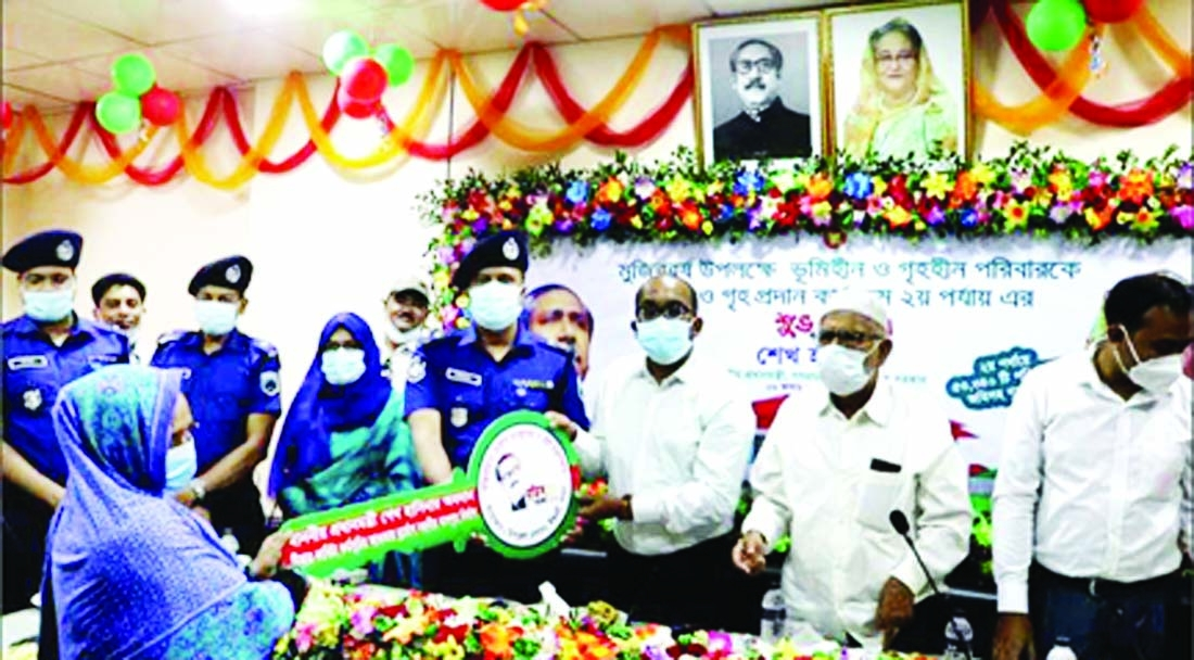 Pabna Deputy Commissioner Kabir Mahmud and Superintendent of Police Mohammad Mahibul Islam Khan, BPM hand over house-keys along with land deeds to the landless families of Pabna as gifts from Prime Minister Sheikh Hasina on the occasion of birth centenary of Bangabandhu Sheikh Mujibur Rahman in a formal ceremony held at the conference room of Ishwardi Upazila Parishad on Sunday.