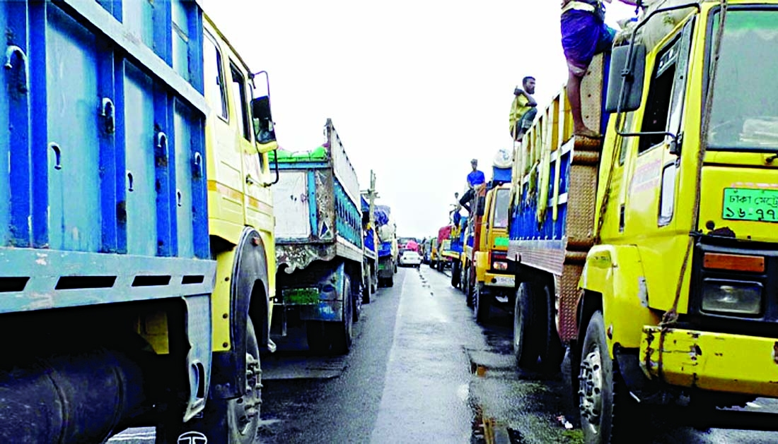 Long tailback on highways Eid holidaymakers face untold sufferings