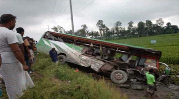 5 killed as 2 buses clash in Rangpur