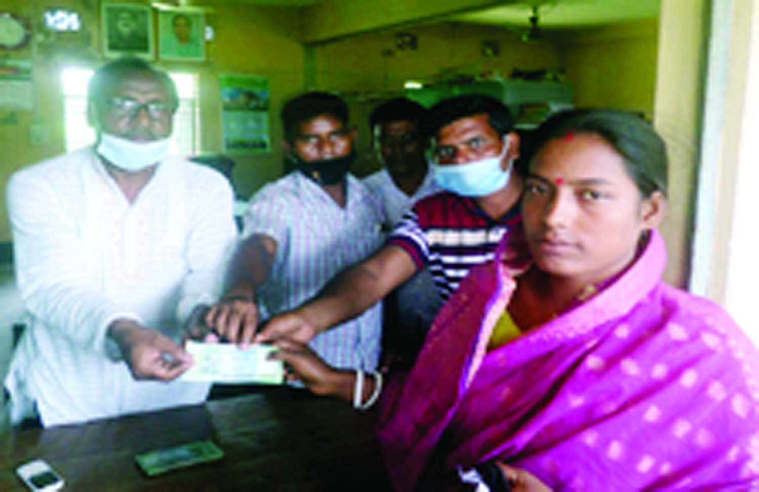 Humanitarian assistance has been distributed on the occasion of Eid with the initiative of Baruhas Union in Tarash, Sirajganj. UP Chairman Lecturer Moktar Hossain Mukta distributed Tk. 500 each to 750 poor families at the Binodpur Bangamata Sheikh Fazilatunnesa Ideal Government College On Monday.