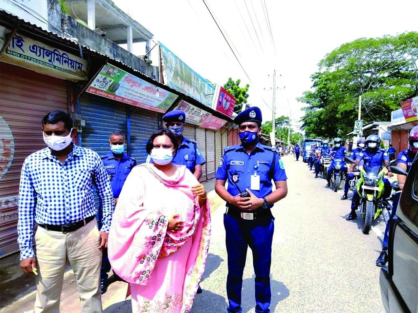 ADC, Shatiatpur Abeda Afsari patrols different areas of Damudya upazila to monitor and implement the ongoing 14-day nationwide lockdown at its 3rd day accompanied with District Executive Magistrate Asadul Haque, Damudya UNO Md. Sadekur Rahman Shabuj and OC, Damudya Sharif Ahmed on Sunday.