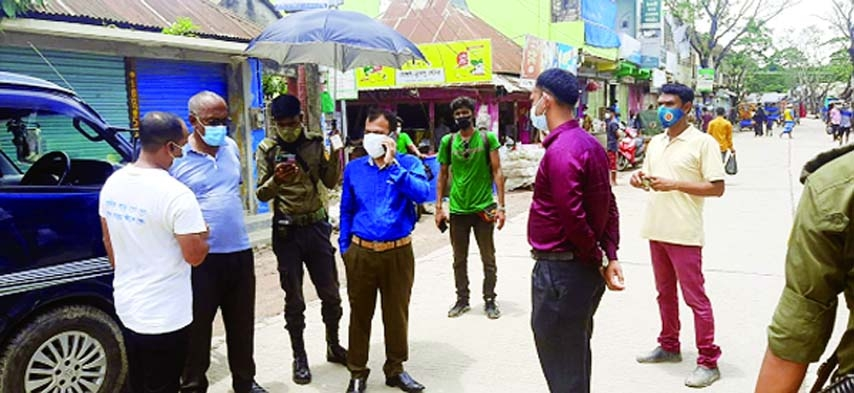 Brahmanbaria Bijoynagar UNO and Executive Magistrate KM Yasir Arafat conducts a mobile courts to ensure compliance with strict restrictions and hygiene rules announced by the government to combat corona outbreak at various points of the upazila including Amtali Bazar, Islampur Bazar, Satberg Bazar, Chandura Mor and Mirzapur Mor on Saturday.