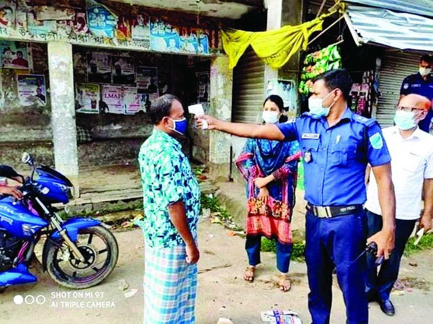 Upazila Nirbahi Officer and Executive Magistrate of Kapasia, Gaziput Mosa: Ismat Ara patrols at various points of the upazila to make the locals aware of corona virus and to stay at home during the ongoing 14-day country-wide lockdown on Monday.