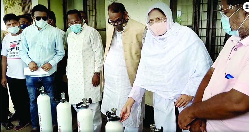 Oxy generators, oxygen cylinders and masks were provided on behalf of FBCCI chairman Jasim Uddin for treatment of corona patients at Ishwardi Hospital on Friday.