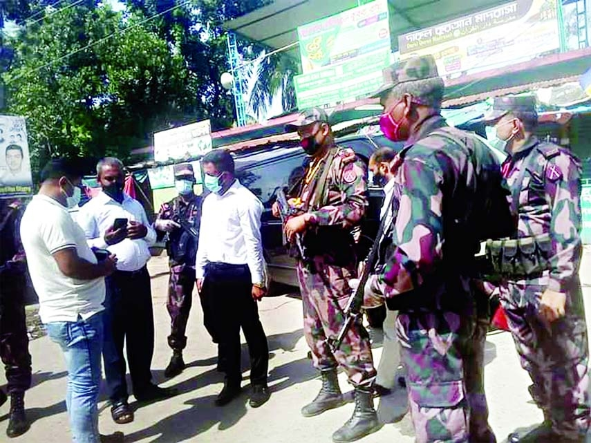 Kishoreganj Tarail  Upazila Administration keep patrolling with members of BGB forces to implement the ongoing 14- day nation-wide lockdown on Monday to contain the surge of coronavirus infection as well as to make the strict lockdown successful at Tarail.