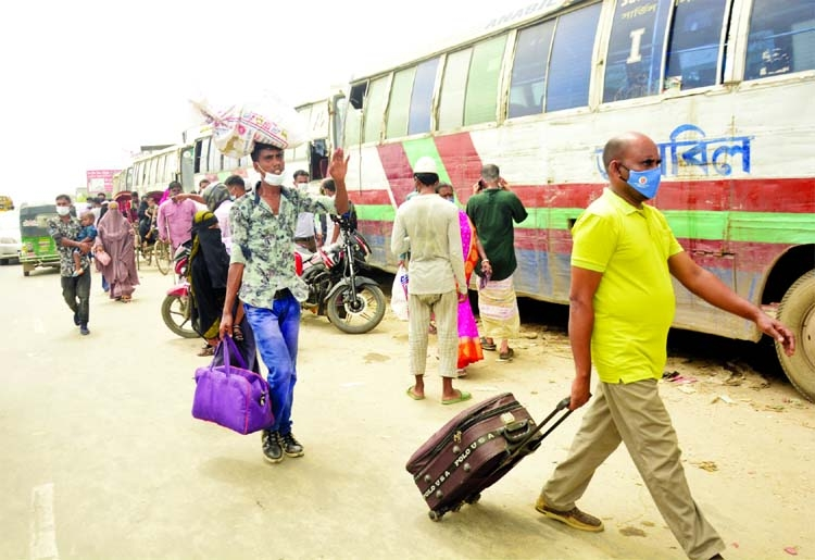 People come to the capital on foot at Sanarpar area on the Dhaka-Chattogram Highway on Monday as public transport stopped due to strict lockdown.