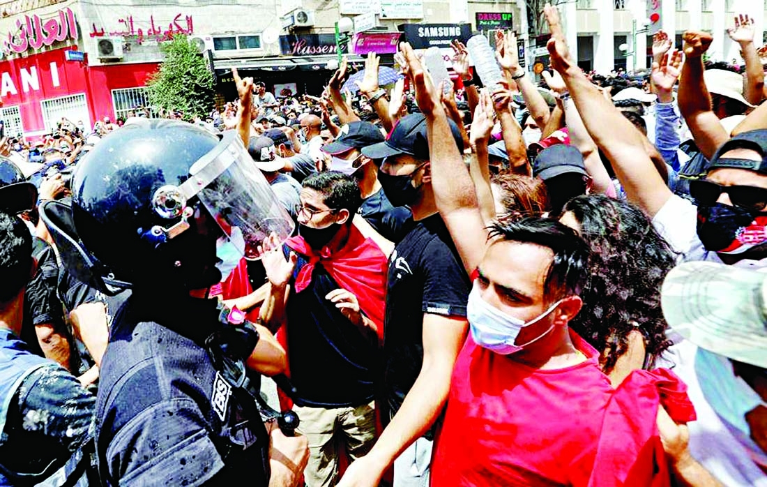 Protests, clashes outside Tunisian parliament